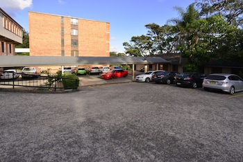 Parking at Twin Towers Inn in Greenwich