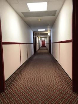 Econo Lodge Watertown - Hallway  - #0