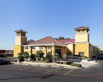 Hotel - SureStay Plus Hotel by Best Western San Antonio North