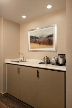 Signature Suite, 1 Bedroom, Non Smoking, Mountain View