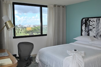 Deluxe Room, 1 King Bed, Golf View