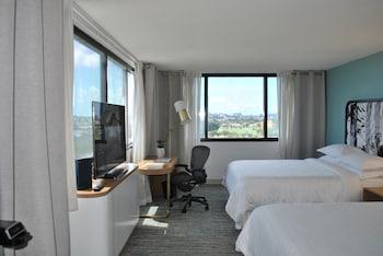 Deluxe Room, 2 Queen Beds, Golf View