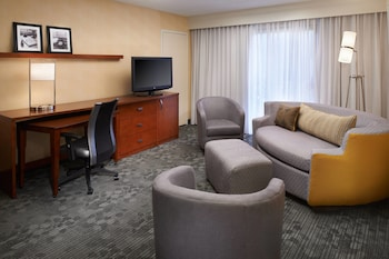 Courtyard by Marriott Chicago Deerfield