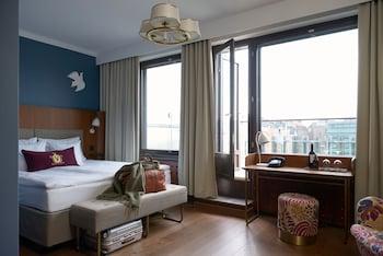 SuperiorX King Room with balcony