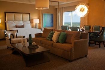 Guestroom at Renaissance Orlando at SeaWorld in Orlando
