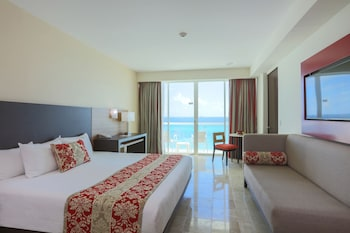 Club Room, 1 King Bed, Balcony, Ocean View
