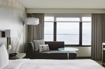 Room, 1 King Bed, Non Smoking (Waterfront)