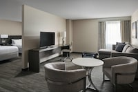 Executive Studio Suite, Business Lounge Access