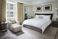 Grand Luxe, Room