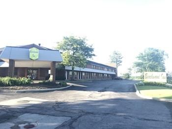 Super 8 by Wyndham Beachwood/Cleveland Area - Hotel Entrance  - #0