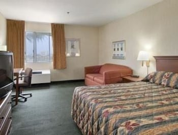 Upgraded, Deluxe Room, 1 King Bed, Non Smoking