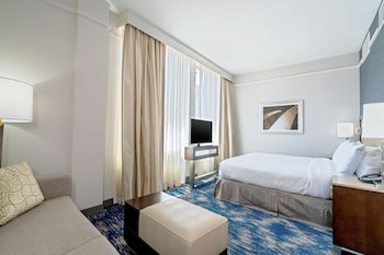 Studio Suite, 1 King Bed, Non Smoking (with Shower)
