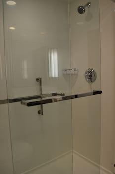 Hilton Garden Inn Providence - Bathroom  - #0