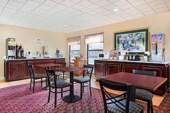 Super 8 by Wyndham Chattanooga/Hamilton Place - Breakfast Area  - #0