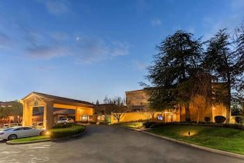 雷丁溫德姆拉昆塔套房飯店 La Quinta Inn & Suites by Wyndham Redding