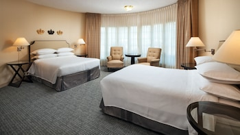 Suite, 2 Queen Beds (Turret)