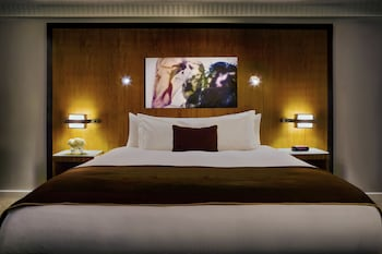 Superior Room, 1 King Bed, Accessible, City View