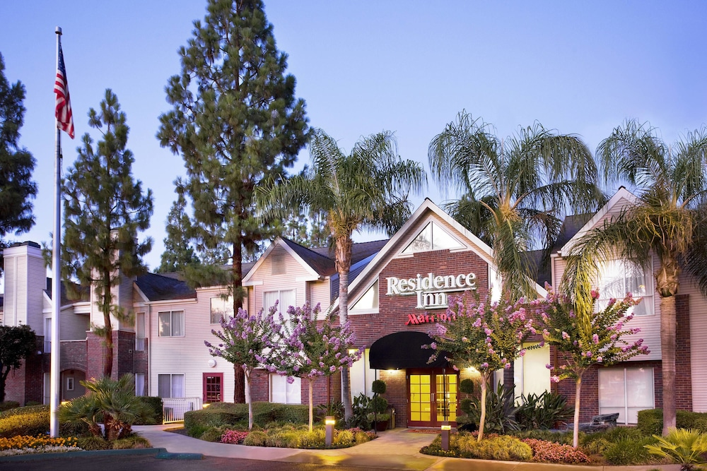 External view of Residence Inn by Marriott Bakersfield