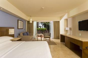 Deluxe Room, 1 King Bed, Garden View, Ground Floor