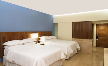 Deluxe Room, 2 Double Beds, Garden View, Ground Floor