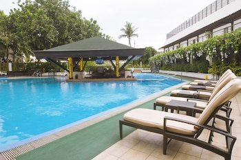 Manila Hotel Outdoor Pool