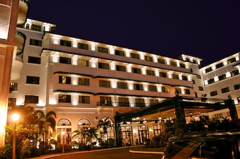 Manila Hotel Hotel Front - Evening/Night