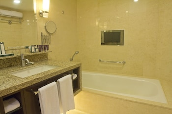 Manila Hotel Bathroom