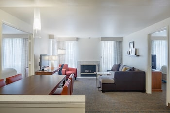 Suite, 2 Bedrooms, Non Smoking, Fireplace