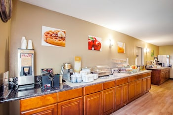 Quality Inn & Suites Vancouver North - Breakfast Area  - #0