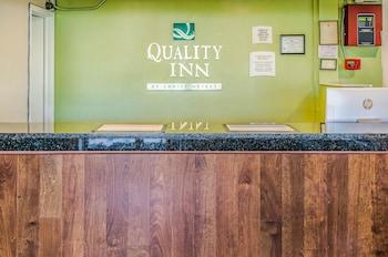 Lobby at Quality Inn Charleston Gateway in Charleston