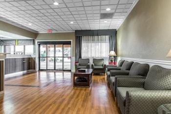 Lobby at Quality Inn Midtown in Savannah