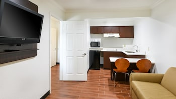 Deluxe Suite, 1 King Bed, Non Smoking, Kitchen
