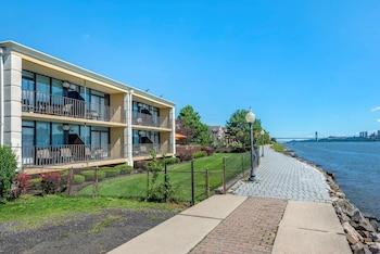 水畔哈德遜河凱富飯店 Comfort Inn Edgewater on Hudson River