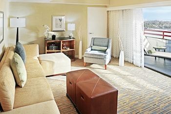 Executive Suite, 1 Bedroom, Bay View (Separate Living Area)