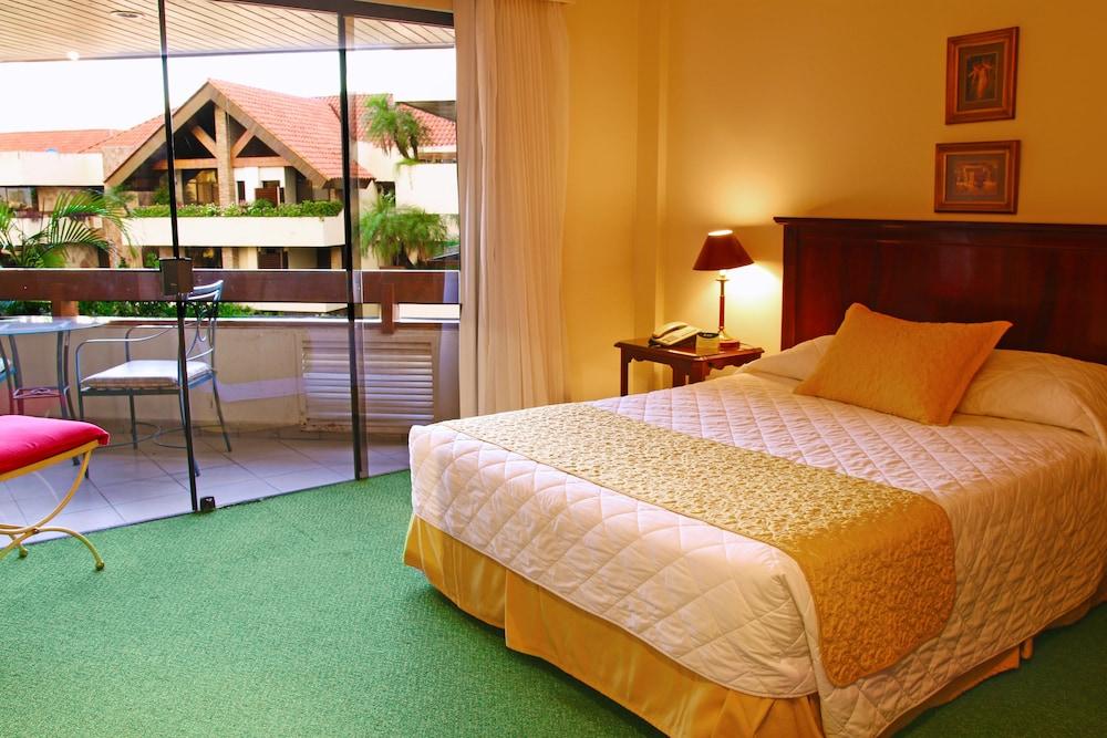 https://i.travelapi.com/hotels/1000000/30000/24500/24417/02403bef_z.jpg