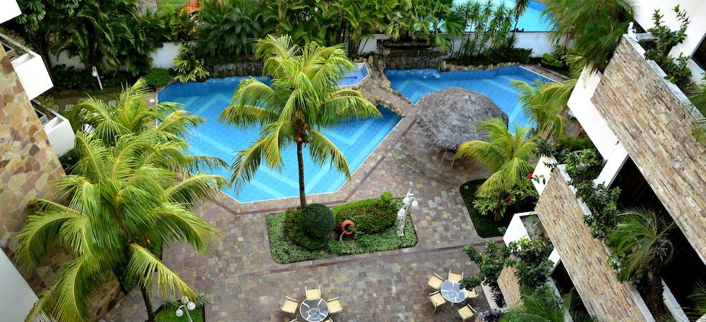 https://i.travelapi.com/hotels/1000000/30000/24500/24417/2475efff_z.jpg