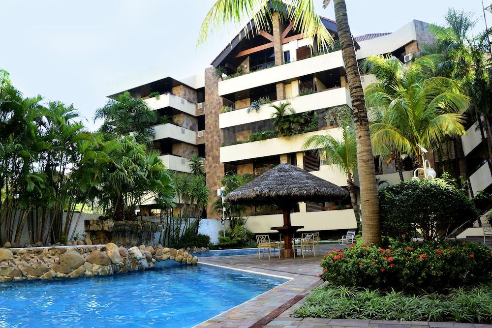 https://i.travelapi.com/hotels/1000000/30000/24500/24417/6b813e3d_z.jpg