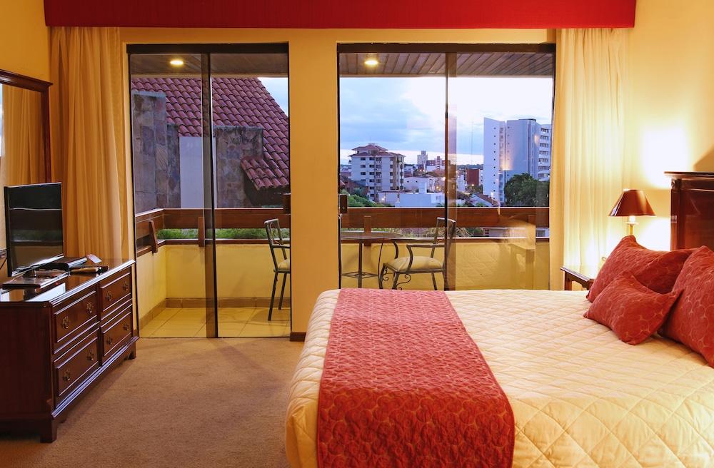 https://i.travelapi.com/hotels/1000000/30000/24500/24417/8252f26d_z.jpg