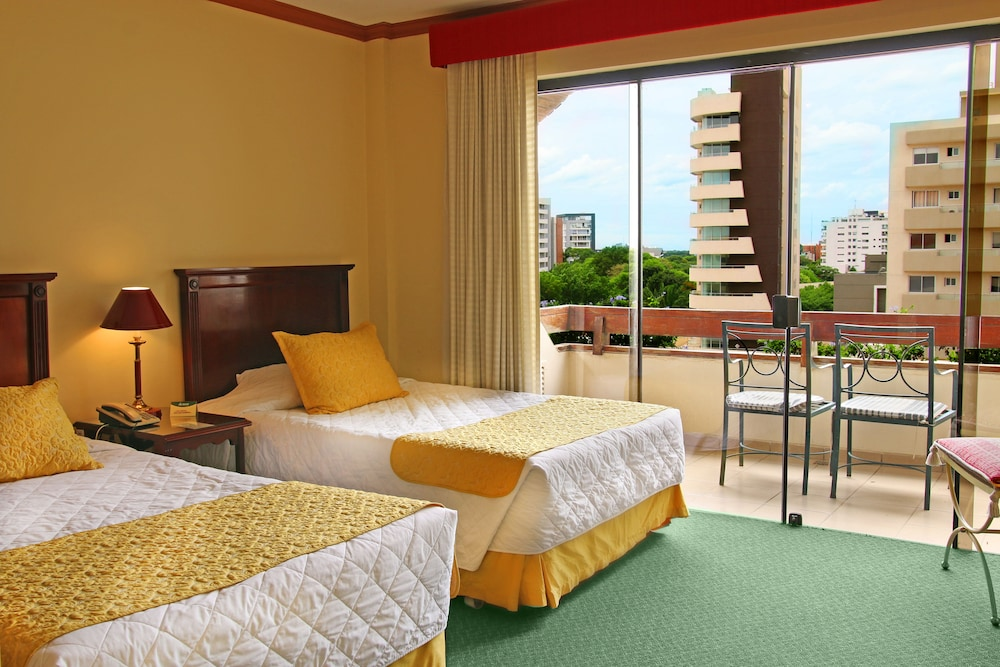 https://i.travelapi.com/hotels/1000000/30000/24500/24417/b84dd81f_z.jpg