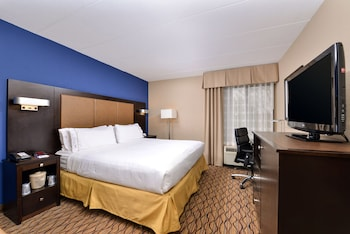 Guestroom at Holiday Inn Express Hunt Valley in Hunt Valley