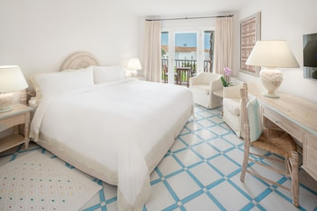 Classic Room, 1 King Bed, Balcony, Garden View