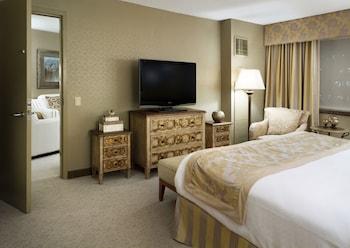 Suite, 1 King Bed, Non Smoking (Diplomat)