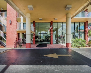 Hotel - Quality Inn & Suites at Tropicana Field