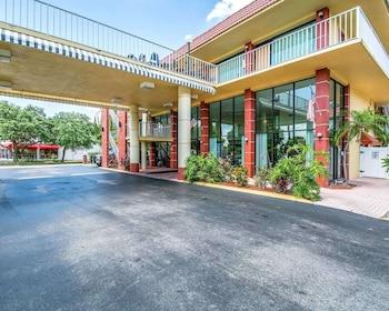 純品康納球場凱藝套房飯店 Quality Inn & Suites at Tropicana Field