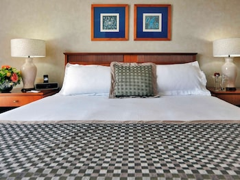 Superior Room, 1 King Bed, Jetted Tub