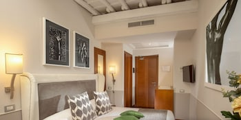 Standard Double Room (Via della Croce 15)