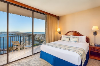 Guestroom at Catamaran Resort and Spa in San Diego