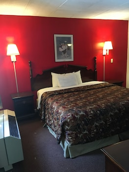 Deluxe Studio Suite, 1 King Bed, Smoking (Whirlpool)