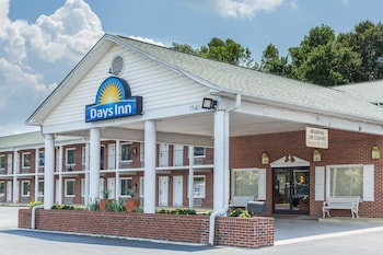 Days Inn by Wyndham Jonesville photo