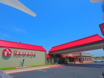 Ramada by Wyndham Perry Near F..
